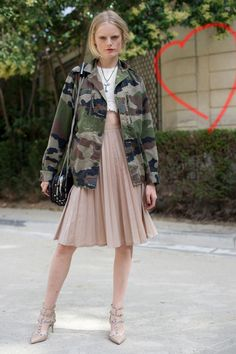 29e83350f11a Street style pleated skirt Military Chic