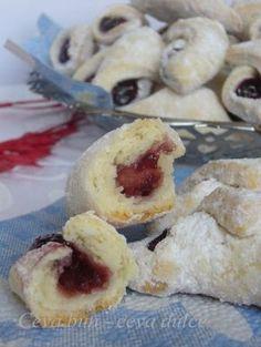 Adela Zilahi: Cornulete fragede cu gem Romanian Desserts, Romanian Food, Romanian Recipes, Food Cakes, Sweet Cakes, Appetizers For Party, Biscotti, Doughnut, Cake Recipes