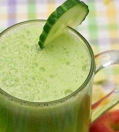 Smoothie met avocado en komkommer! #smoothie #healthy #detox  Kcal: 138 Koolhydraten: 8 g Eiwitten: 9 g Vetten: 11 g