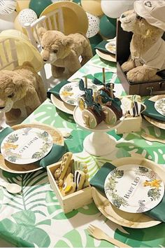 Take a look at this wonderful Lion King birthday party! The table settings are fabulous! See more party ideas and share yours at CatchMyparty.com #catchmyparty #partyideas #lionking #lionkingparty #boybirthdayparty #safariparty #safari Jungle Party, Safari Party, Jungle Safari, Lion King Party, Lion King Birthday, Kings Table, Baby Shower Cakes, Table Settings, Cakes Baby Showers