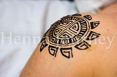 Henna Tattoo sun on shoulder Geometrical, tribal design Men Henna Tattoo, Henna Men, Henna Body Art, Tattoo Sun, Henna Designs For Men, Tribal Henna Designs, Geometric Henna, Henna Tattoo Designs Arm, Cool Henna
