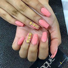 ✨ @gracie027 __________________________________________ #nails #nail #notd #style #hudabeauty #beauty #beautiful #instagood #pretty #girl #girls #nailporn #sparkles #styles #gliter #nailart #opi #essie #unhas #preto #branco #rosa #love #shiny #polish #nailpolish #nailswag #anastasiabeverlyhills #vegas_nay #wakeupandmakeup