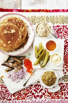 Slavic Blin Story and styling: Kati Pohja Photo: Timo Villanen Kotivinkki www. Work Meals, Wine Recipes, Camembert Cheese, Vegetarian Recipes, Pancakes, French Toast, Goodies, Appetizers, Yummy Food