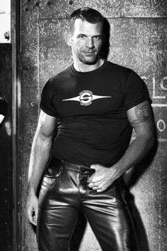 I forgot his name. Mens Leather Pants, Tight Leather Pants, Leather Fashion, Mens Fashion, Leder Outfits, Black Men, Beautiful Men, Hot Guys, Muscle