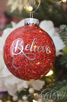 Our favorite DIY Christmas glitter ornaments and decor to make your holiday happy! All of these are easy DIY Christmas projects! Glitter Ornaments, Christmas Ornament Crafts, Painted Ornaments, Holiday Crafts, Christmas Decorations, Diy Ornaments, Homemade Decorations, Ornaments Design, Homemade Christmas