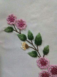 Embroidery tralcio di fiori