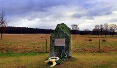 Das Denkmal in Lüsekamp erinnert an die 14 ermordeten Jungen und Männer aus Roermond.