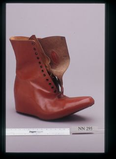 The most gorgeous covered wedge boot from the1940s. Paging Isabel Marant!