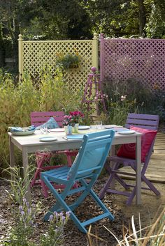 I love this garden with shades of @Cuprinol UK's 'Beach Blue'.