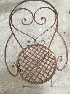 τηλέφωνο 6977276427 Στέλιος Μαραγκός , www.siloart.gr ... Καρέκλα από μασίφ σίδερο βαμμένο καφέ χρώμα χειροποίητο έπιπλο εξωτερικού και εσωτερικού χώρου βαριά κατασκευή, ύψος 90εκ., μηκος 45εκ., διάμετρος καθίσματος 40εκ., τιμή 135€.... Vintage Decor, Vintage Furniture, Outdoor Furniture Design, Window Shutters, Old Doors, Traditional House, Furnitures, Outdoor Chairs, Original Art