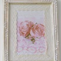 quadrinho de papelão, moldura de rolinho de jornal, decoupagem flora e renda para dar um toque a mais
