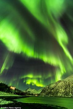 These stunning images show the jaw-dropping Northern Lights...