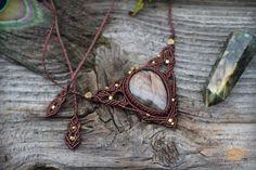 Macrame necklace with Labradorite by Macradeva on Etsy