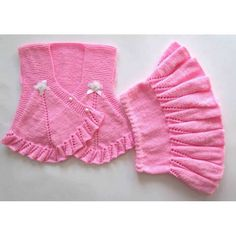 This Pin was discovered by Ele Baby Cardigan Knitting Pattern, Baby Knitting Patterns, Knitting Designs, Knitting Socks, Crochet Coaster Pattern, Baby Pullover, Crochet Skirts, Baby Socks, Baby Sweaters