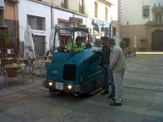 Fregadora Tennant T20 en Denia (Alicante). Denia apuesta por la Limpieza Sostenible con fregadoras que ahorran agua