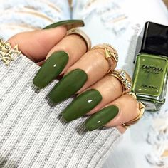 Ballerina Nails or Coffin Nails are a popular Manicure trend. Check out some of the best Ballerina Nail Art ideas and inspirations here. Do It Yourself Nails, How To Do Nails, My Nails, Spring Nail Colors, Spring Nails, Coffin Nails, Acrylic Nails, Stiletto Nails, Gel Nail