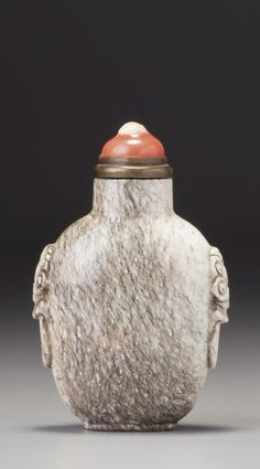 A 'CHICKEN BONE' JADE SNUFF BOTTLE<br>QING DYNASTY, MID-18TH / 19TH CENTURY | Sotheby's