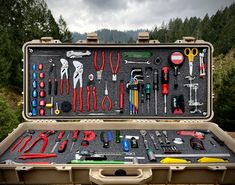 Take a look at the impressive assortment of tools that Grant Sides brings along with him during the World Cup DH racing season. Shop Tool Boxes, Mobile Workshop, Pelican Case, Park Tool, Aircraft Maintenance, Bike Tools, Mechanic Tools, Shop Storage, Diy Garage