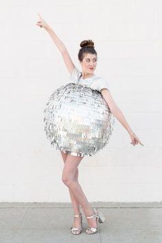 Karnevalskostüme selber machen: Diskokugel aus Pappmaché