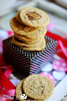Delicious 10 minute Rolo Cookies! // www.HowDoesShe.com