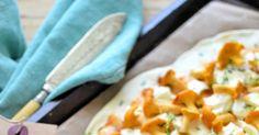Czosnkowy podpłomyk z kurkami   i serem camembert          Składniki :   400g mąki pszennej,  4 łyżki oliwy,  1 szklanka ciepłej wody,  s... Naan, Food And Drink, Pizza, Fruit, Cooking, Kitchen, Brewing, Cuisine, Cook