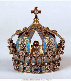 Couronne de Notre Dame de Gray (en Franche Comté dans la Haute Saone). Cette couronne date de 1909 et a été fabriquée par le grand orfèvre religieux : Armand-Calliat Thomas Joseph.