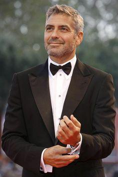 """George Clooney es una de las grandes celebridades de Hollywood.  Muchas de estas estrellas aparecen retratadas en """"Ricos y famosos""""."""