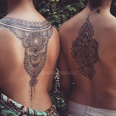 henna tattoo on back Henna Tattoo Designs, Henna Tattoo Back, Henna Body Art, Sternum Tattoo, Back Tattoos, Henna On Back, Mandala Tattoo Back, Lotus Mandala, Wrist Tattoo