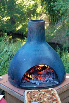 Sitting outside, with wine and pizza? Outdoor Stove, Pizza Oven Outdoor, Outdoor Fire, Outdoor Cooking, Wood Oven, Wood Fired Oven, Wood Fired Pizza, Wine And Pizza, Oven Diy