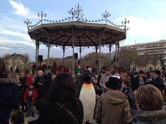 @DauphinDavid Les manchots de la Cie turbul font patienter petits et grands pour l'arrivée du Père Noël #Soleilsdhiver #Angers