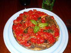 un piatto rustico in alternativa alla parmigiana Ingredienti: 400 g di melanzane 250 g pomodorini ciliegini 1 cipolla 4 uova medie olio extravergine d'oli