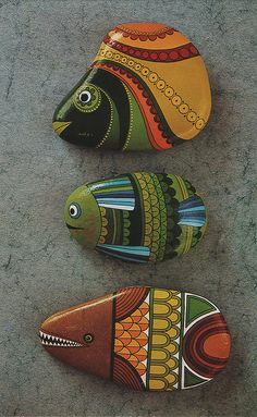 Looking for some easy painted rock ideas to get inspired by? See more ideas about Rock crafts, Painted rocks and Stone crafts. Pebble Painting, Pebble Art, Stone Painting, Fish Rocks, Pet Rocks, Rock Painting Ideas Easy, Rock Painting Designs, Stone Crafts, Rock Crafts