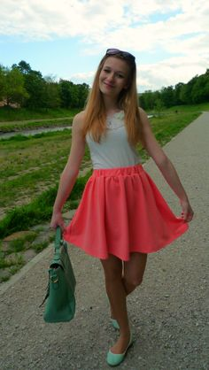 #blogger #OOTD #fashion #outfit #circleskirt #skaterskirt #whitetop #mintgreenshoes #mintgreenbag #cutebag #LYDCbag #outfit #fashion