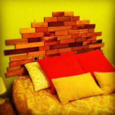 Cabecero hecho fácilmente a partir de listones de madera