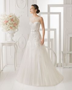 OHIO - Beaded tulle dress in a natural colourT6319 - Crystal and metal tiara, silver colour