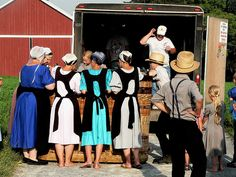 Amish girls checking out the basket, Lancaster, PA Return To Amish, Breaking Amish, Amish Culture, Amish Community, Staff Uniforms, Plain Dress, Lancaster County, Amish Country, Us History