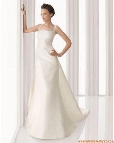Robe de mariée simple avec longue traîne satin