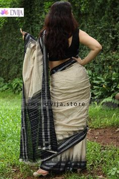 Sambalpuri Double Ikkat Cotton Handloom Saree by Dvija Beautiful Saree, Beautiful Indian Actress, Beautiful Women, Aunty In Saree, Indian Photoshoot, Sari Blouse Designs, Saree Models, Sexy Blouse, Indian Beauty Saree
