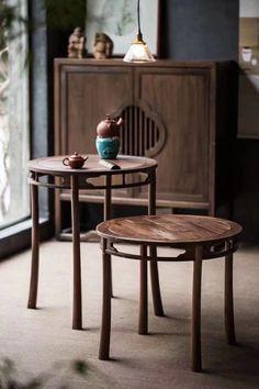 A place to have a cup of Kungfu tea, i like a room like this, you? #tearoom #teaplace #teaforone #tea #chinesetea #homedesign #homedecoration #japanesetea Craftsman Artwork, Chinese Tea Room, Tea Places, Asian Tea, Teapots Unique, Zen Room, Tea Culture, Drinking Tea, Furnitures