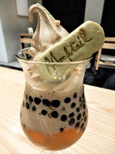 タピオカミルクティー発祥の店として知られ、2013年に日本に初出店した台湾茶専門カフェ「春水堂」。その「春水堂」がプロデュースするカジュアルタイプのカフェ「Mocktail Tea」の看板パフェ「タピオカミルクティーパフェ」がいま台北で大人気!台湾や日本の春水堂にはないここだけのオリジナルパフェは、台北を訪れたらリストに入れたい注目スイーツです♪