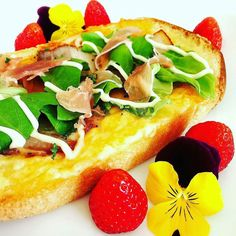 Tasty food by @Tako_uni_ika  @Regrann from @tako_uni_ika -  #breakfast #foodie #foodlover #flower #strawberries #bread #toast #pizzatoast #pizza #l4l #おうち #おうちごはん #おうちカフェ #朝食 #あさごはん #トースト #plate #plating #theartofplating #afood365 by amazingfood_russia
