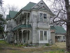 Missouri, USA.  Oh how I'd love to own this house and bring it back from this mess.