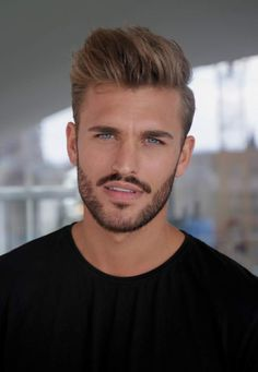 Well groomed shadow-scruff full bearded, with a finely crafted pencil mustache 👍👍🏾👍🏼 Latest Haircuts, Haircuts For Men, Mens Hairstyles 2018, Cool Hairstyles, Beautiful Men Faces, Gorgeous Men, Hairy Men, Bearded Men, Short Beard