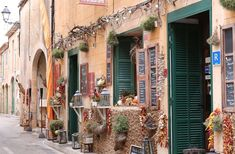 There are many fab things to do in Mallorca! From admiring Palma's cathedral to hiking to swimming in idyllic coves, you'll love Mallorca. Sierra Nevada, Paris France, Jig Saw, Stuff To Do, Things To Do, Beach Cove, Photos Hd, Outdoor Cafe, Balearic Islands