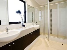 Modern bathroom design with built-in shelving using frameless glass - Bathroom Photo 477874
