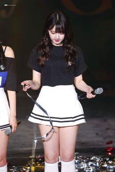 Kpop Girl Groups, Korean Girl Groups, Kpop Girls, Silky Smooth Legs, Silky Dress, Entertainment, G Friend, Hot Dress, Beautiful Legs