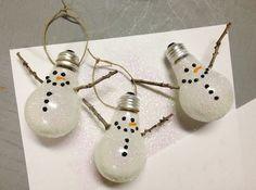 bombillas convertidas en muñecos de nieve