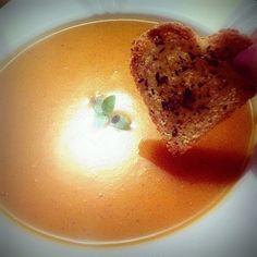 Mais um coração (este é de pão): aqui ele alegra o caldinho da @patysouto2