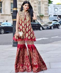 Pin by rameesha on pakistani casual/formal wear pakistani br Pakistani Couture, Pakistani Bridal Dresses, Pakistani Outfits, Indian Dresses, Indian Outfits, Beautiful Dresses, Nice Dresses, Look Short, Desi Clothes
