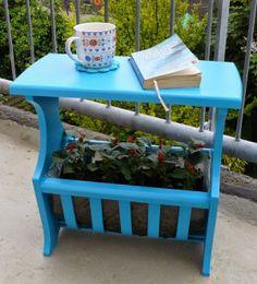 Door mijzelf opgeknapt tijdschriften tafeltje. Omgetoverd tot tuin bijzet tafel en planten bak.